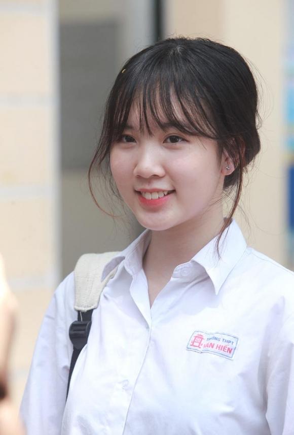 Dàn gái xinh thi THPT Quốc gia 2019 gây chú ý vì nhan sắc xinh đẹp - 9
