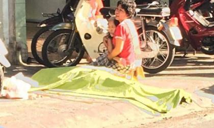 Nam thanh niên rơi từ lầu cao xuống đất tử vong, mẹ đau đớn khóc nghẹn bên thi thể con
