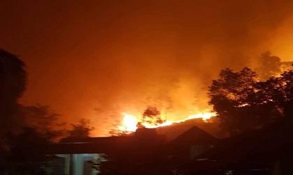 Cháy rừng khủng khiếp ở Hà Tĩnh, di dời gần 100 hộ dân trong đêm