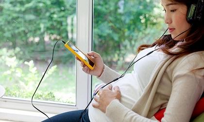 Sử dụng điện thoại di động khi mang thai: Bà bầu cần lưu ý những điều này nếu không muốn hại con