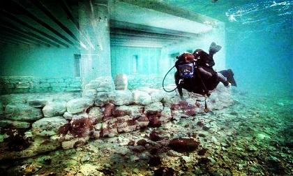 72 ngôi nhà bí ẩn dưới lòng biển sâu Trung Quốc