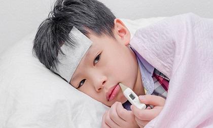 Chuyên gia Nhi hàng đầu VN chỉ ra sai lầm kinh điển cha mẹ cần tránh khi chăm sóc trẻ ốm