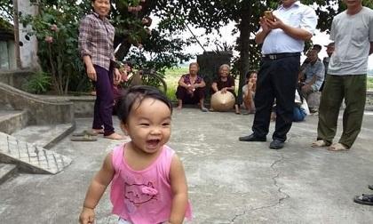 Bé gái đáng yêu hơn 1 tuổi bị mẹ bỏ rơi ở chùa kèm lá thư cho con 'để còn đi lấy chồng'