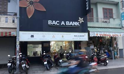 Nghi án thanh niên cầm vật giống súng xông vào ngân hàng ở Sài Gòn rồi bỏ chạy