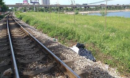 Đi vệ sinh cạnh đường tàu, người đàn ông bị tàu hỏa đâm tử vong