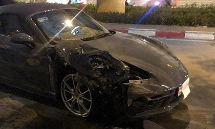 Xế sang Porsche nát đầu sau va chạm với xe Innova