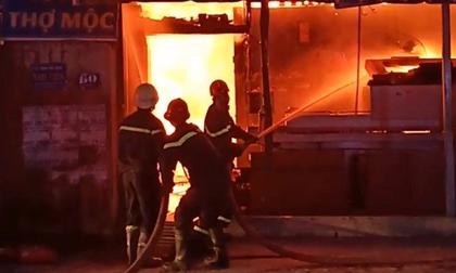 Công ty nội thất ở Sài Gòn chìm trong biển lửa, dân gào thét bỏ chạy
