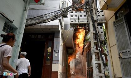 Cháy nhà 4 tầng ở Hà Nội