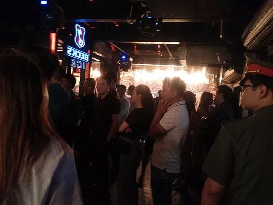 'Đột kích' hơn 20 quán bar ở Hà Nội, thu giữ 10.000 quả bóng cười - 1
