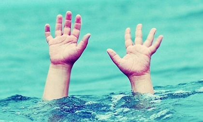 Trốn ông nội đi tắm ao, bé trai 8 tuổi chết đuối thương tâm