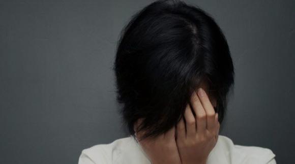 10b-sad-chinese-woman-543065958