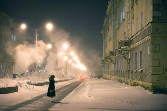 Thành phố có tuyết vào giữa mùa hè, chỉ có thể di chuyển bằng tàu thủy - 1