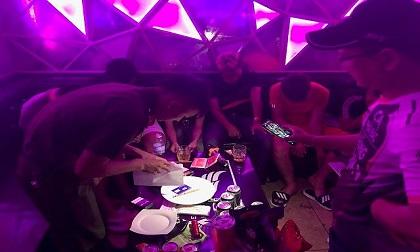 Đột kích quán karaoke, phát hiện gần 50 'dân chơi' dương tính với ma túy