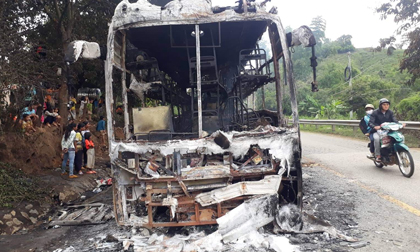 Xe khách cháy rụi trên đèo Lò Xo, 35 hành khách thoát nạn