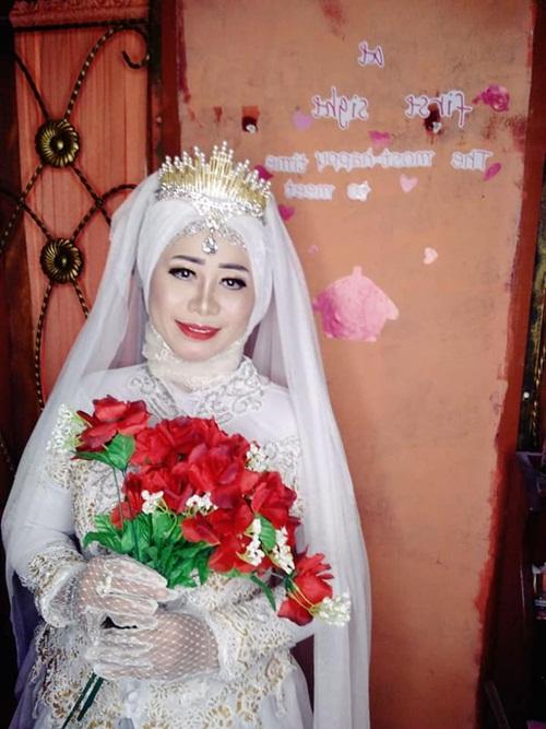 Đám cưới gây sốc khi có một chú rể, hai cô dâu - 3