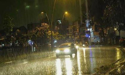 Sau nắng nóng, đêm nay miền Bắc đón 'cơn mưa vàng cả làng mong đợi'