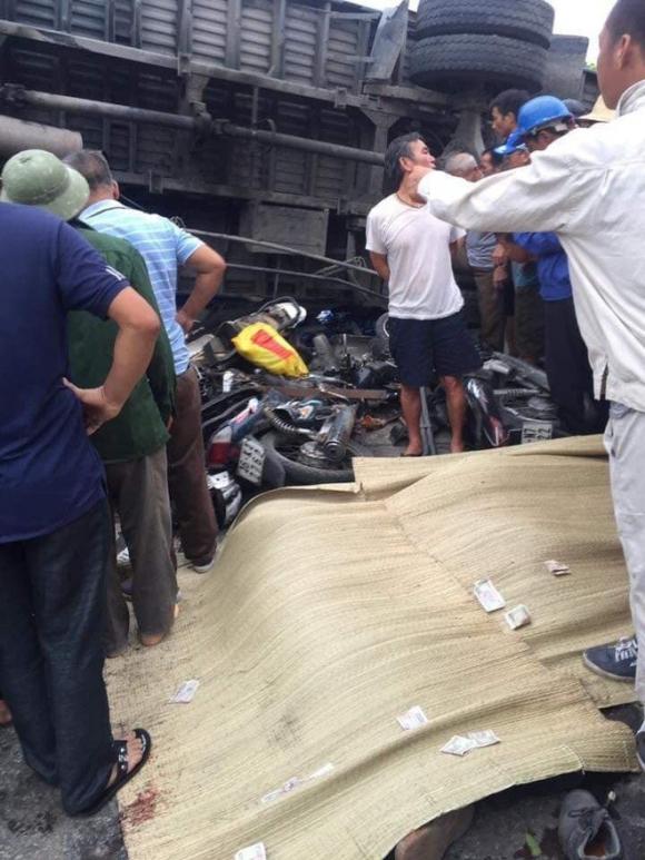 Ảnh: Hiện trường đầy ám ảnh vụ tai nạn khiến ít nhất 6 người tử vong tại Hải Dương - 10