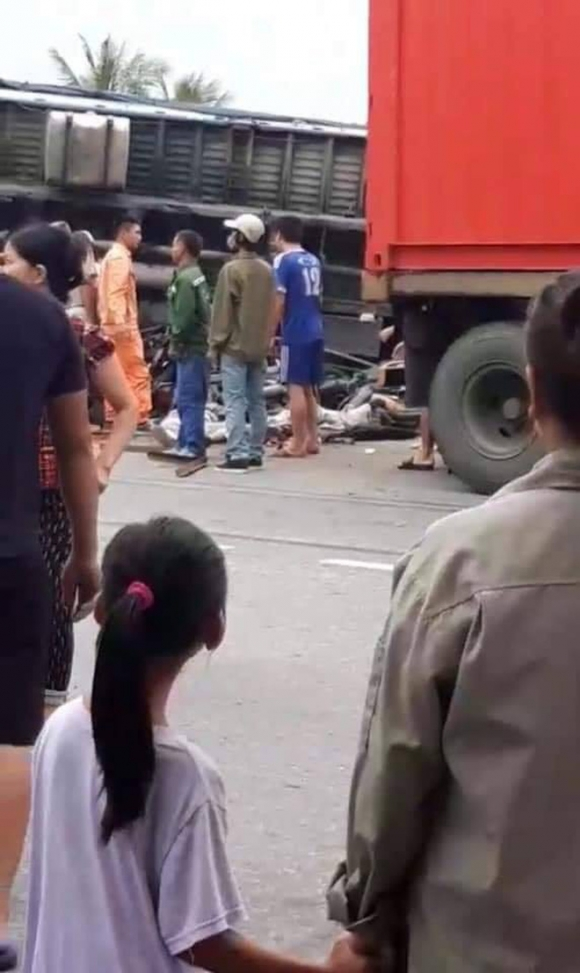 Ảnh: Hiện trường đầy ám ảnh vụ tai nạn khiến ít nhất 6 người tử vong tại Hải Dương - 3
