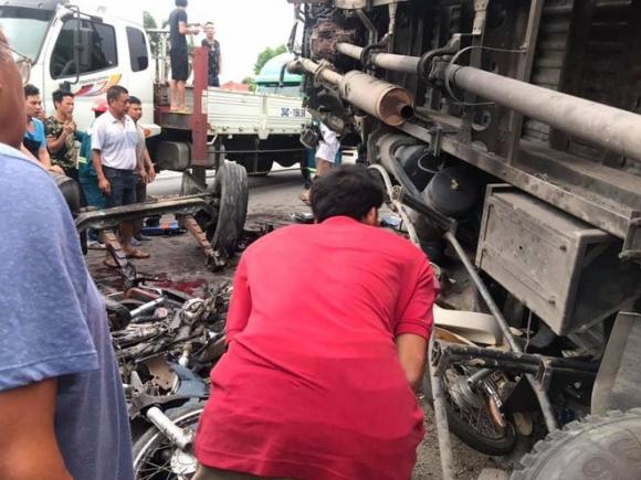 Ảnh: Hiện trường đầy ám ảnh vụ tai nạn khiến ít nhất 6 người tử vong tại Hải Dương - 5