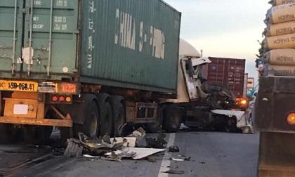 Container nát bét đầu gần vị trí vụ tai nạn 5 người tử vong ở Hải Dương