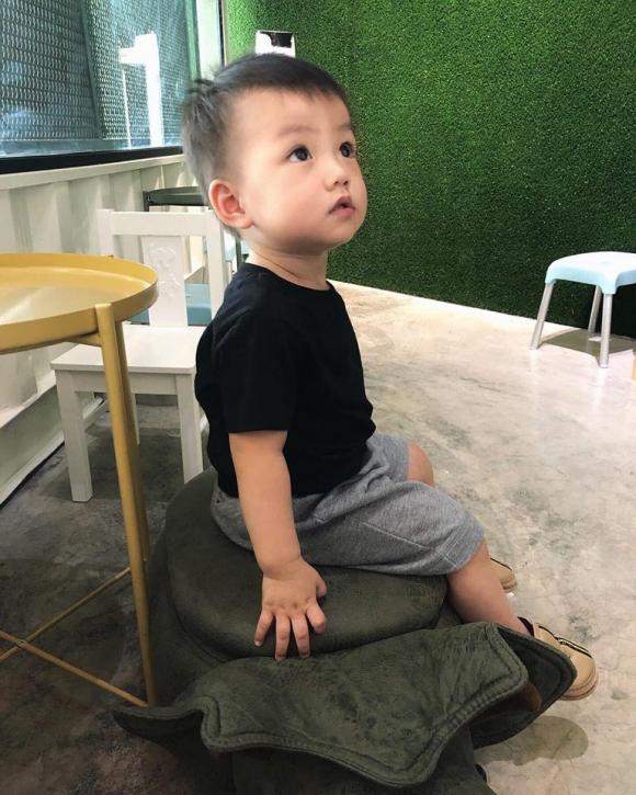 hotgirl duoc co truong mh370 nhan tin tan tinh da lam me, nhin mat con trai ma bat ngo - 9