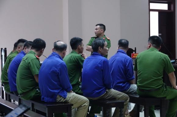 Xét xử trùm bảo kê chợ Long Biên: Bị hại nức nở kể chuyện 2 lần tự tử vì bị uy hiếp - 1