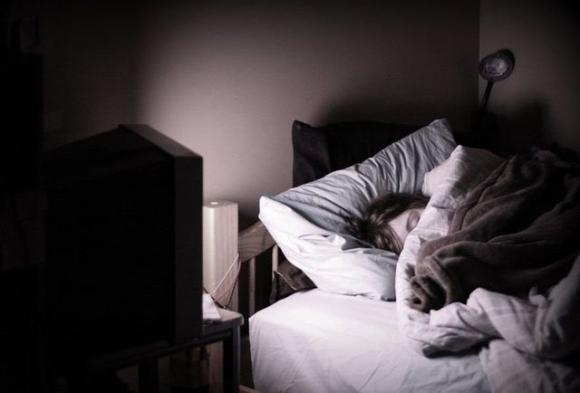 Những thói quen khi ngủ nhiều người đang làm gây hại cho sức khỏe