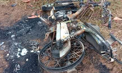 Người đàn ông Nghệ An chết lõa thể gần xe máy cháy rụi