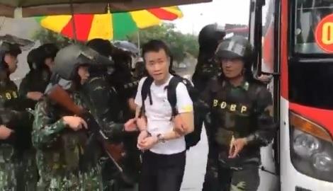 Clip: Công an Trung Quốc tiếp nhận 380 công dân đánh bạc tại Việt Nam