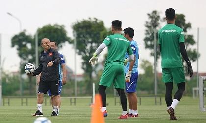HLV Park Hang Seo băn khoăn chọn hợp đồng hay World Cup