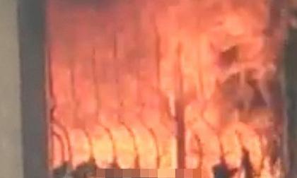 Bị bố mẹ khóa trái cửa trong nhà, bé gái 7 tuổi thiệt mạng vì hỏa hoạn do sạc điện thoại phát nổ