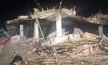Sập giàn giáo công trình cây xăng, 7 người bị thương, 1 người mất tích