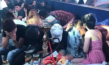 Hàng trăm nam thanh nữ tú nhún nhảy, nghi phê ma túy trong quán bar 36 Club