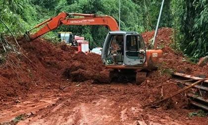 Đèo Bảo Lộc sạt lở hàng nghìn khối đất đá, giao thông tê liệt