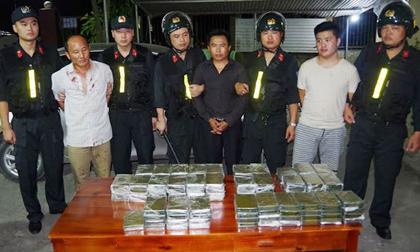 Bắt giữ 5 đối tượng vận chuyển 120 bánh heroin ở Thái Nguyên