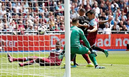 Sterling lập hattrick, Man City thắng tưng bừng 5-0 trận mở màn Ngoại hạng Anh