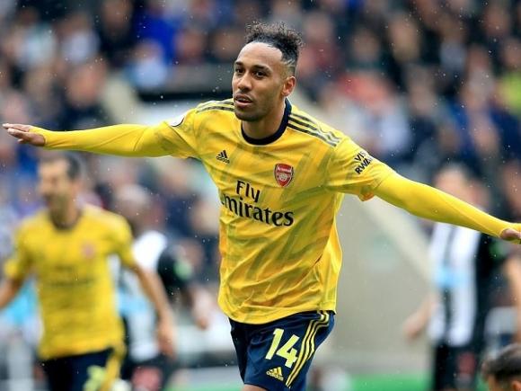 Aubameyang lập công, Arsenal khởi đầu Ngoại hạng Anh hoàn hảo