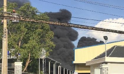 Khói lửa bao trùm công ty nhựa tại Long An