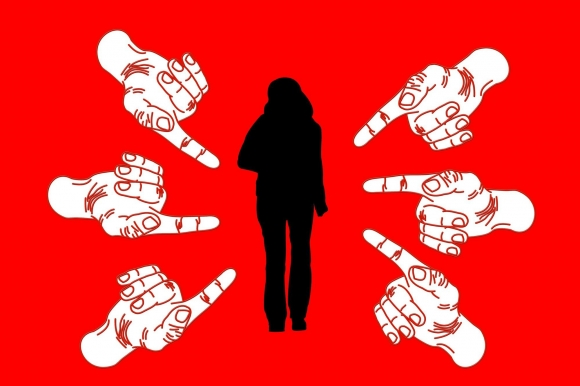 6 bước giúp chị em công sở ứng phó khi bị đồng nghiệp rắp tâm chơi xấu - 2