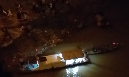 Hà Nội: Cô gái trẻ nghi đang mang thai nhảy cầu Vĩnh Tuy tự tử trong đêm