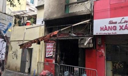 Cháy nhà bếp ở cửa hàng bánh trên phố cổ sau tiếng nổ lớn