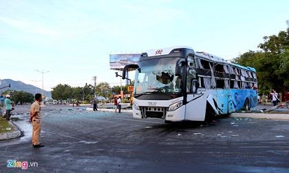 Tai nạn xe Phương Trang: 2 ôtô lao với tốc độ cao khi đến ngã tư