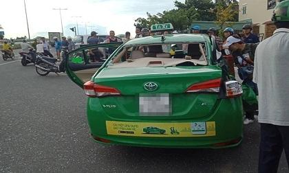Taxi Mai Linh va chạm với xe tải khi chạy hướng bãi biển Cửa Đại về Hội An, 1 hành khách tử vong