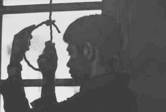 Nghi án công an viên treo cổ tự tử khi biết trưởng công an xã bị bắt - 1