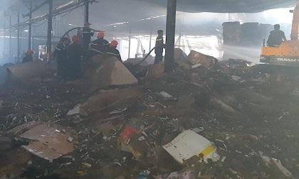Kho hàng 3.000 m2 ở miền Tây bị hỏa hoạn thiêu rụi