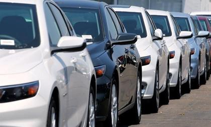 Sang tháng sau, ô tô nhập ồ ạt về, vào đợt giảm giá sâu