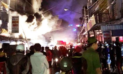 Cháy lớn ở chợ đầu mối TP.Cà Mau, hàng trăm người chạy tán loạn
