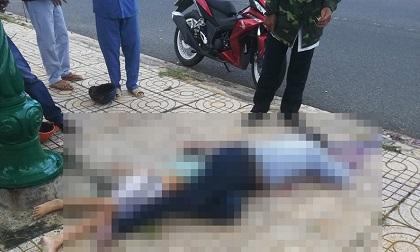 Tông vào cột điện ven đường, hai người tử vong tại chỗ