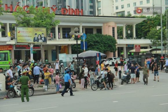 Người dân ùn ùn đổ về Hà Nội sau 3 ngày nghỉ lễ 2/9