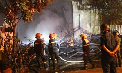 Xưởng đồ chơi 250 m2 bốc cháy dữ dội, thiêu rụi nhiều tài sản
